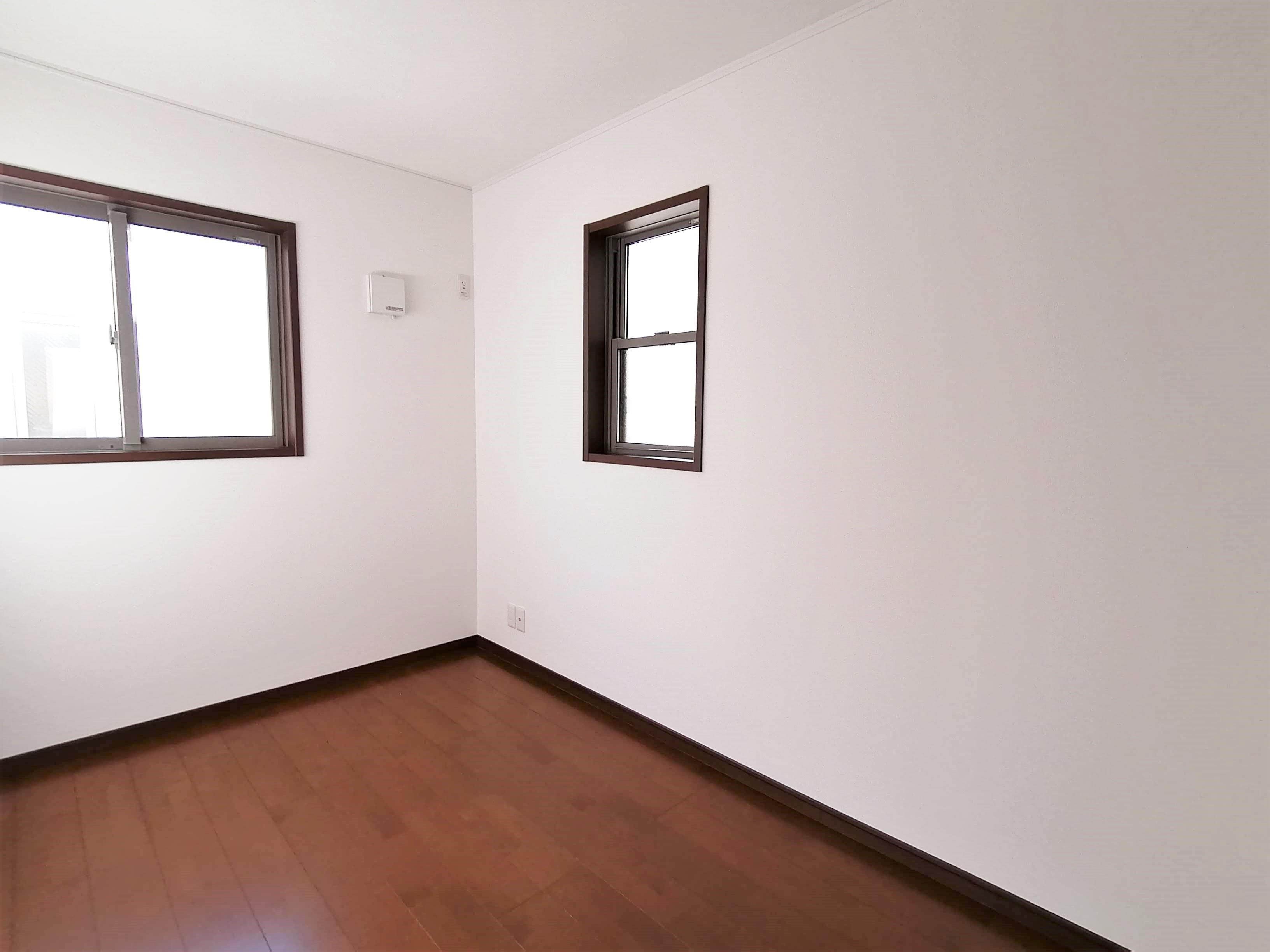 <約7帖洋室>全室収納完備。お部屋をスッキリ広くお使いいただけます。