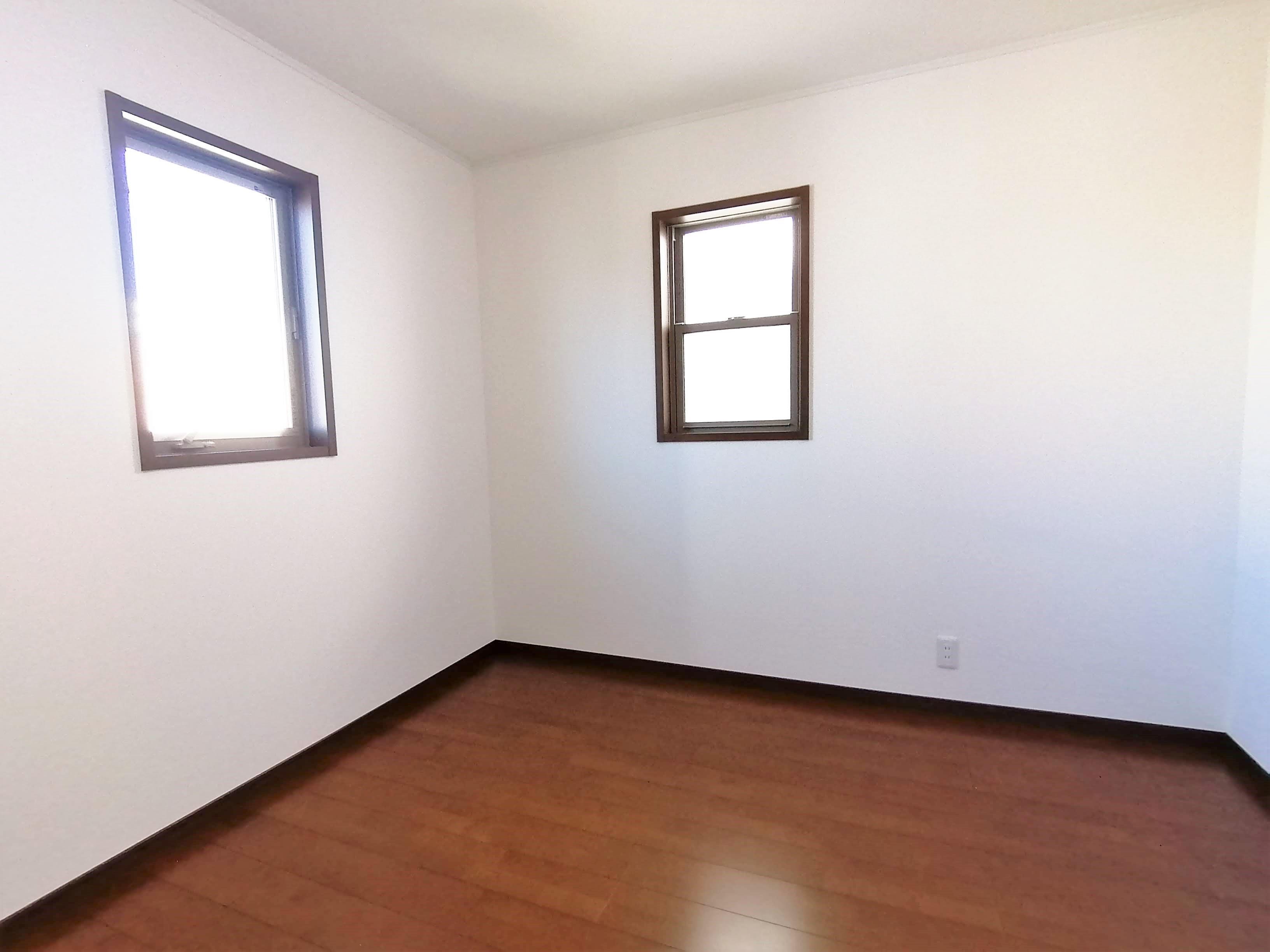 クローゼットを備えた収納力のあるお部屋です。